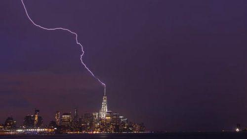 Thunderstorm turns One World Trade Centre into lightning rod
