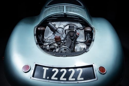 The Type 64 shares the same flat-four-cylinder air-cooled engine from the Type 1 Volkswagen, but was tuned to 32 horsepower through the use of larger valves, dual carburetors, and a higher compression ratio in preparation for the 1,500-kilometer Berlin-Rome endurance race.