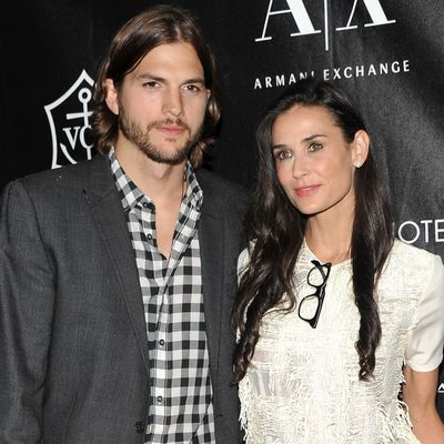 Demi Moore is re-following Ashton Kutcher on Twitter