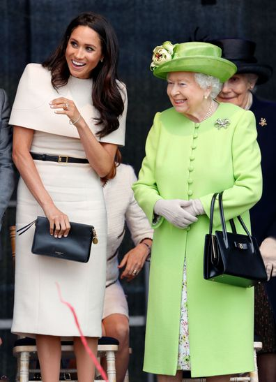Queen handbag signals