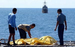 Navy divers finally reach fuselage of downed AirAsia jet