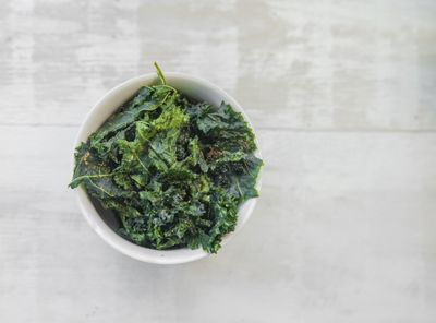 <strong>Kale chips (50 calories)</strong>
