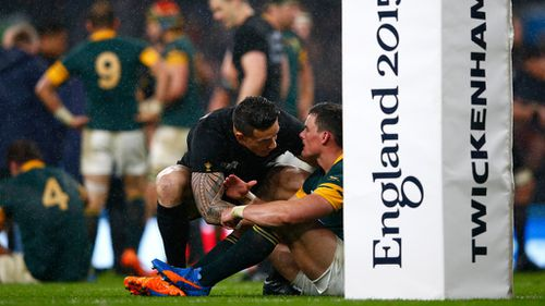 Williams consoles beaten Springbok Jesse Kriel after the semi-final. (Getty)