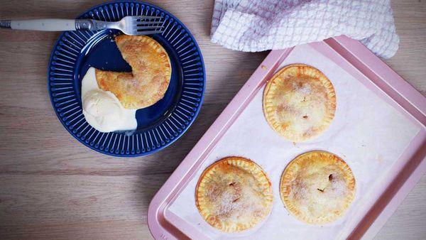 Jane de Graaff's easy apple hand-pies