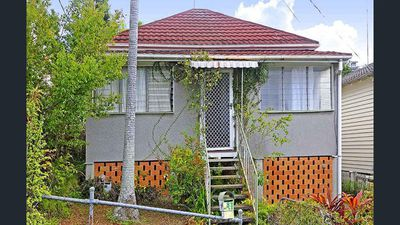 <strong>Shabby cottage before its makeover</strong>