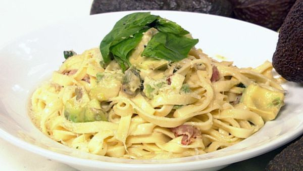 Creamy bacon & avocado fettuccine