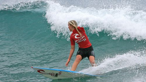 Bethany Hamilton competes in 2006. (AAP)