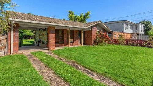 The property is currently owned by a community group who provide accommodation for the indigenous community.