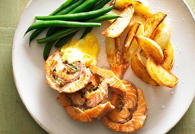 Stuffed salmon with potatoes