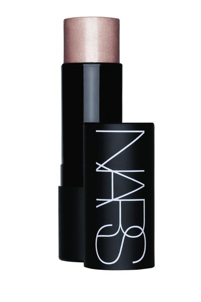 Use on your cheeks, lips, legs or anywhere else you want to highlight for elevated glamour.