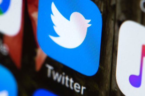 Twitter is experiencing a worldwide outage with mobile and desktop platforms unavailable.