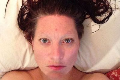 """@amandapalmer: """"Post-shower, sans eyebrows, plethora of zits. #WAKEUPCALL Text SYRIA to 70007 (to give £5) or http://wwwwakeupcall.org.uk."""""""
