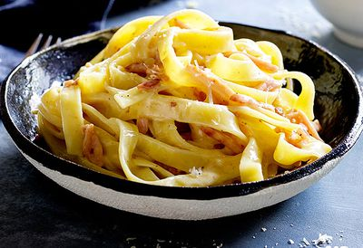 "Recipe: <a href=""/recipes/ibacon/9064653/fettuccini-carbonara"" target=""_top"">Fettuccini carbonara</a>"