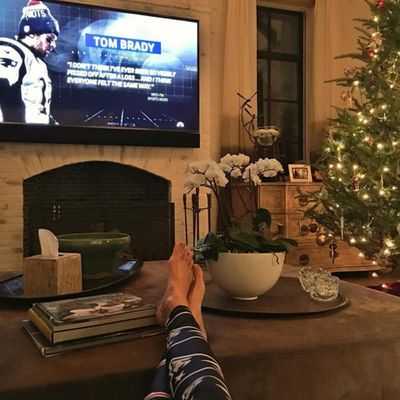A peek at the world's sexiest Patriots fan Gisele Bündchen's Christmas tree. (But may we point out, those aren't Patriots colours.)