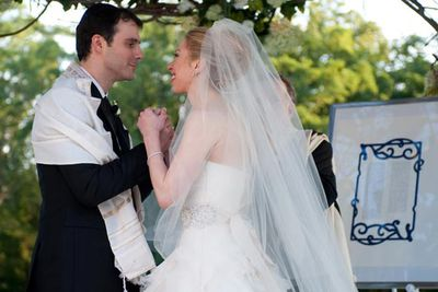 Chelsea Clinton and her Wall Street banker beau Marc Mezvinsky tied the knot at a lavish bash outside the quaint town of Rhinebeck, in rural New York. <br/>