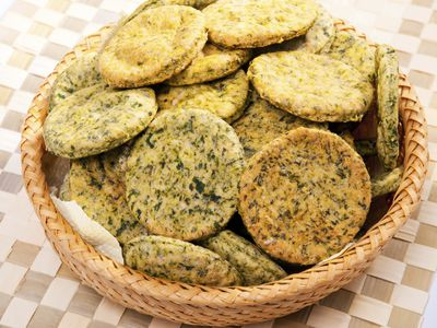 <strong>Bake biscuits using spinach</strong>
