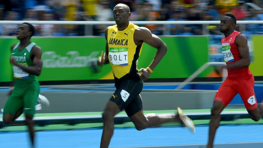 Bolt dawdles to victory in 200m heats