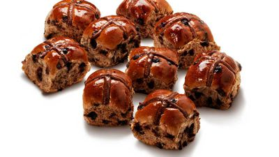<strong>Woolworths</strong> Traditional Hot Cross Bun 6 pack RRP $3.50<br> Woolworths Mini Traditional Hot Cross Bun 9 pack, RRP $3.50<br> Woolworths Fruitless Hot Cross Bun 6 pack, RRP $3.50<br> Woolworths Mini Chocolate Hot Cross Bun 9 pack, RRP $3.50<br> New Mocha Hot Cross Bun 6 pack, RRP $3.50&nbsp;<br>
