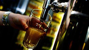 Generic schooner beer pour.