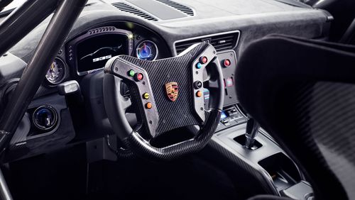 The interior features a gear knob finished in laminated wood, paying homage to the Carrera GT and Bergspyder.