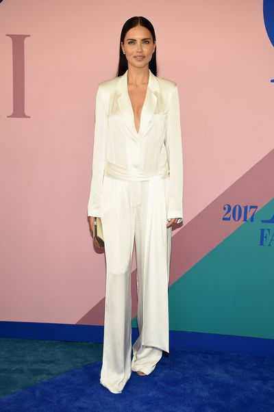 <p><strong>Loser: Adriana Lima in Urban Zen by Donna Karan</strong></p> <p>Adriana had been wearing a few white suits lately but the cut of these trousers lets the Victoria's Secret model down.</p>