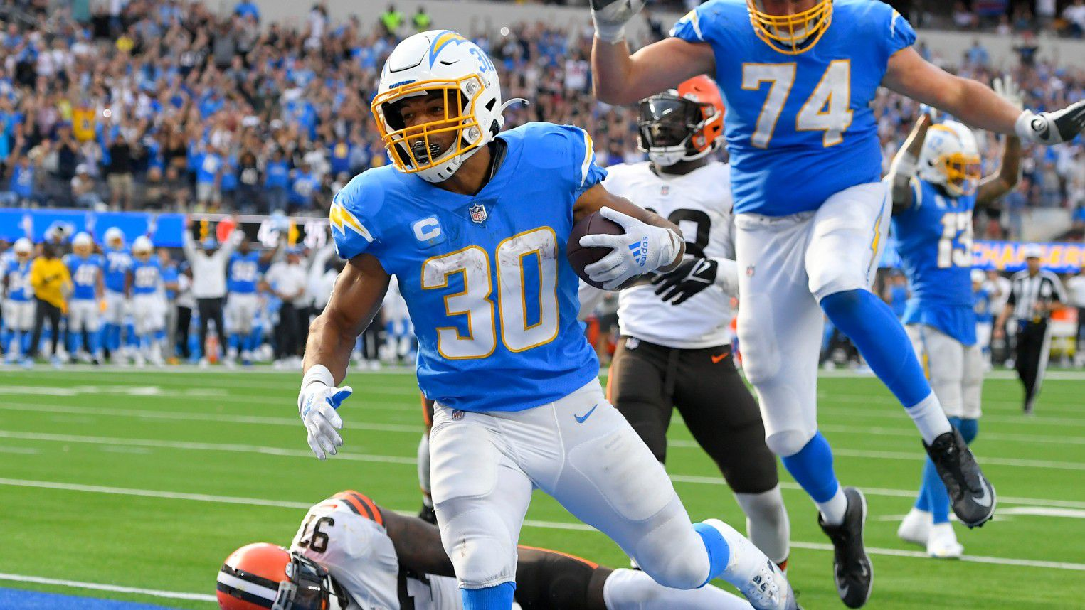 Los Angeles Chargers score accidental touchdown in win