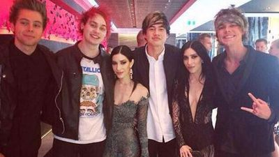 The boys from 5SOS with The Veronicas (Picture: 5SOS_PHL)