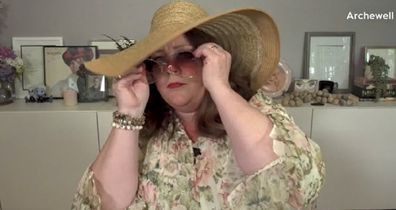 Melissa McCarthy donned a sunhat and sunglasses after making the suggestion.
