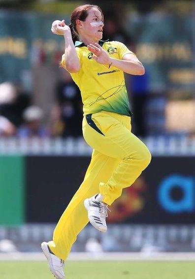 Australian cricketer Megan Schutt bowling