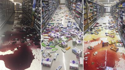 """Damage to a Nelson City supermarket following #eqnz #NewZealand."" (Twitter/@donie)"