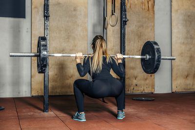 <strong>Barbell squat</strong>