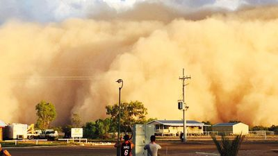 An enormous dust storm stretching into the horizon has engulfed the town of Bedourie in south-western Queensland yesterday. (Supplied, Diamantina Shire Council CEO Leon Love)