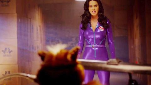Weirdest thing you'll see today: Cat-suited Katy Perry raps with cats in wigs