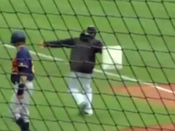 Baseball manager ejected for bizarre tantrum