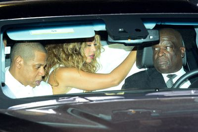 Bey comes to her rescue... while Jay just acts like nothing's happened.