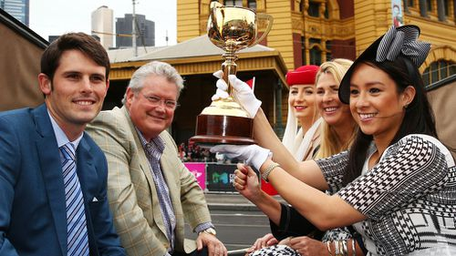 Bart Cummings' family honoured in Melbourne Cup parade