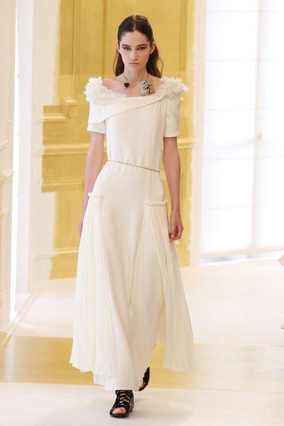 <p>Pure &amp; simple&nbsp;</p> <p>Christian Dior, haute couture autumn/winter, '16/'17, Paris Fashion Week&nbsp;</p>