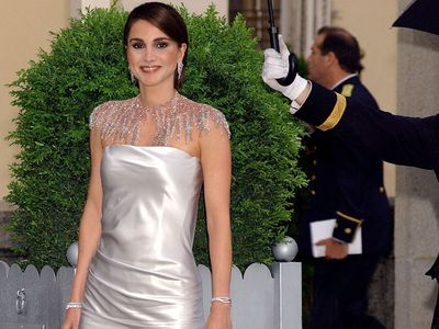 Queen Rania attends a gala dinner in Madrid, 2004