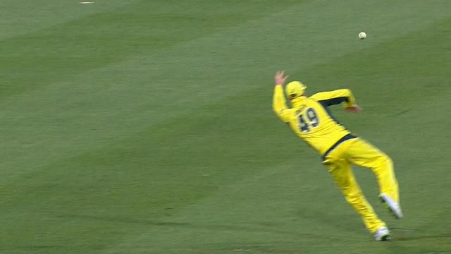 Smith stuns crowd with super catch at SCG
