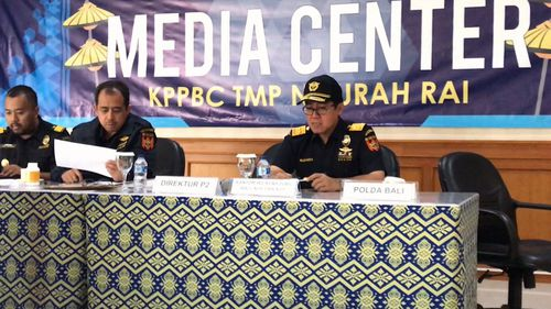 Indonesian authorities have seized 600,000 tablets of an ice precursor drug.