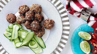 """<a href=""""http://kitchen.nine.com.au/2016/05/16/18/55/chicken-and-lime-leaf-fritters"""" target=""""_top"""">Chicken and lime leaf fritters</a>"""