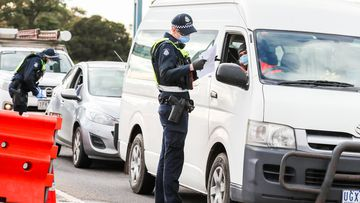 Huge delays at regional Victorian checkpoints ahead of weekend rush