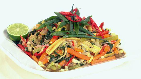 Filipino vegetable pancit bihon