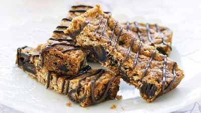 <strong>Date and oat slice</strong>