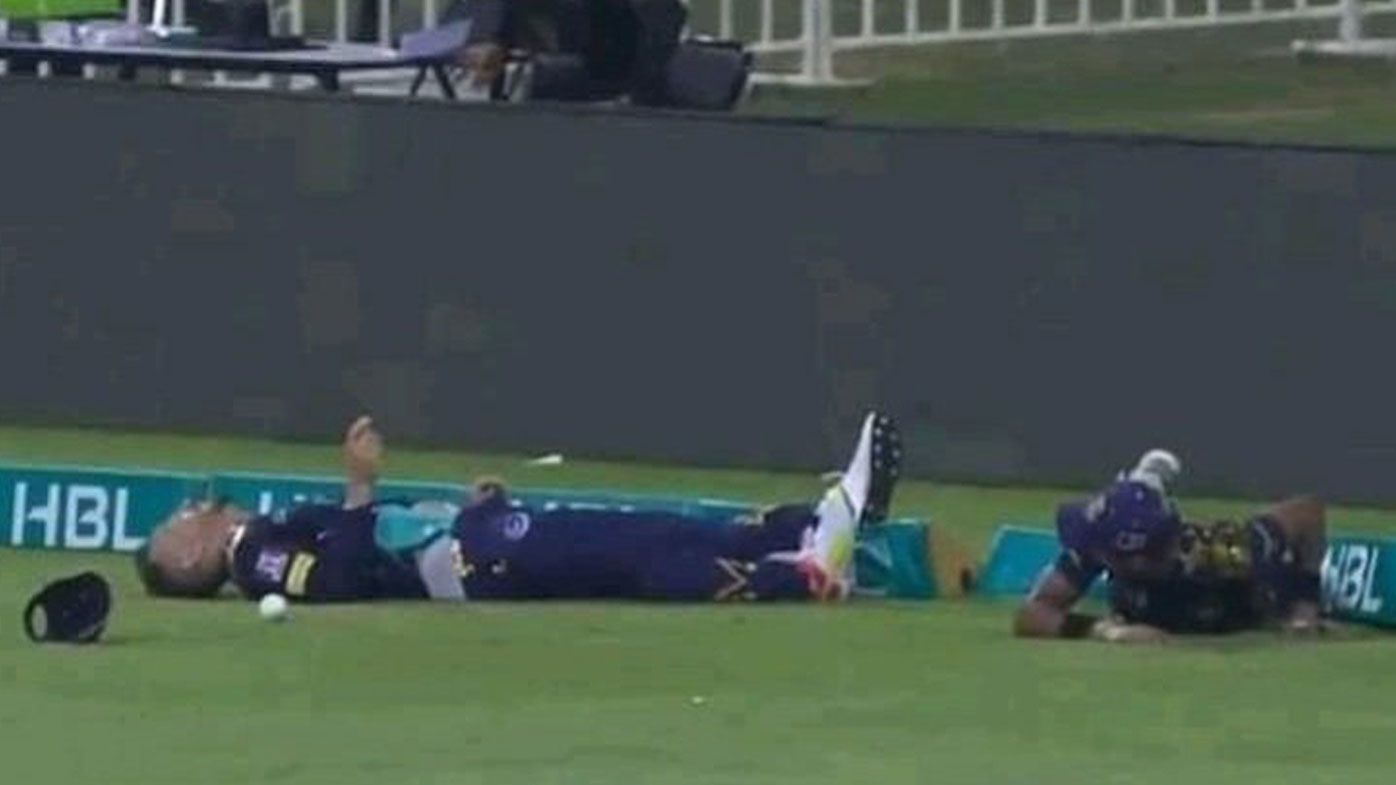 Faf du Plessis collides with Mohammad Hasnain