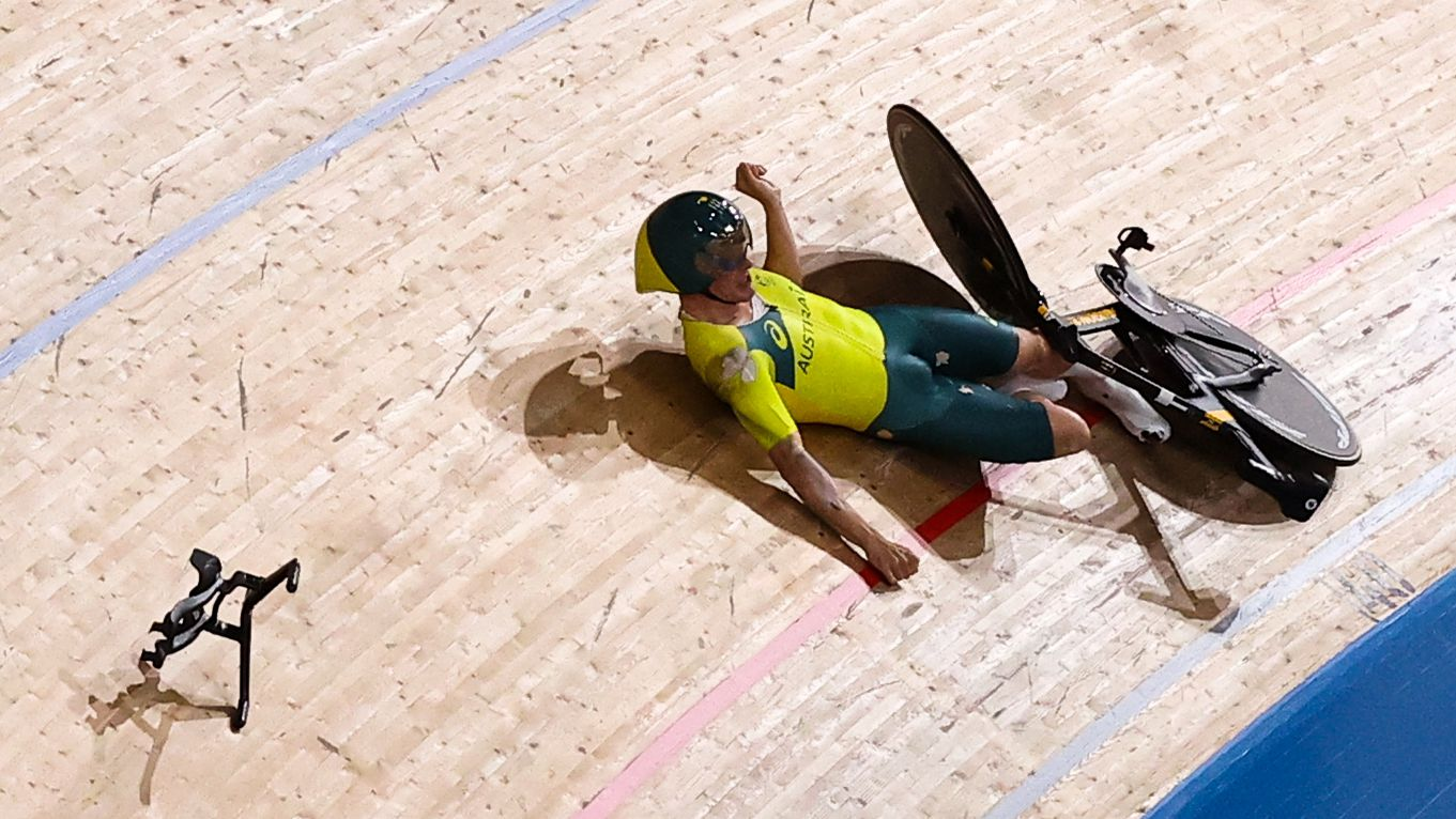 Alex Porter describes horror fall off bike at track in Tokyo as Cycling Australia launch investigation