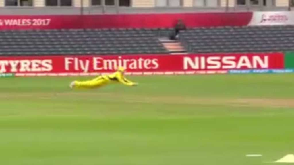 Blackwell makes difficult catch against Sri Lanka