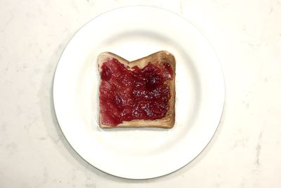 Raspberry jam on toast: 125 calories