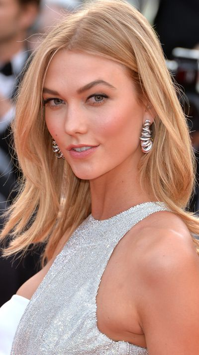 <p><b>Day one<br></b><b>Karlie Kloss</b> was soft and glowy with a lick of liner.</p>