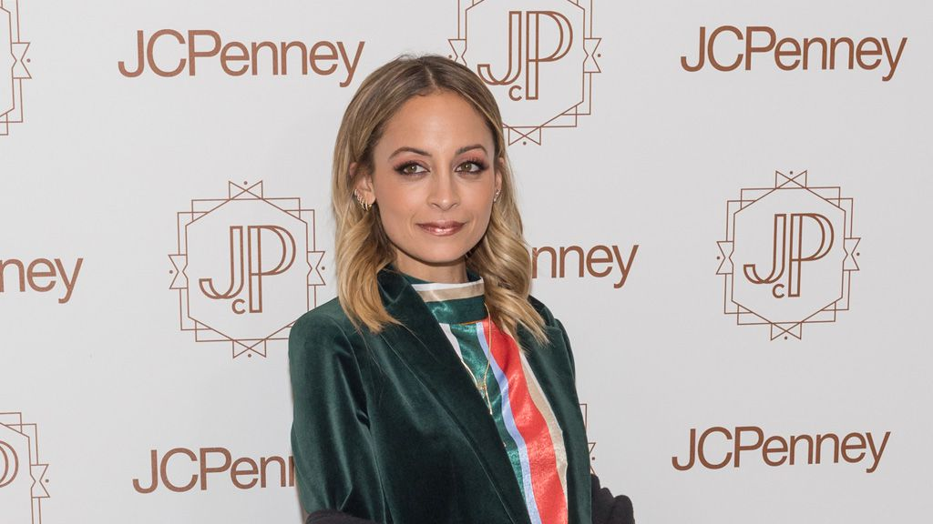 Nicole Richie turns back time